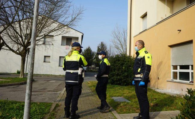 Polizia locale Treviso, controlli a tappeto su residenze e veicoli in sosta a Borgo Capriolo
