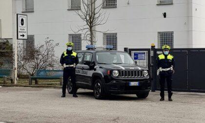 Documenti falsi o addirittura inesistenti: un arresto e cinque fermi della Polizia locale