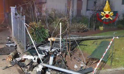 Auto impazzita distrugge la recinzione di una casa: alla guida un 30enne di Morgano ubriaco