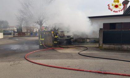 Paura in località Santa Bona, un camion prende fuoco