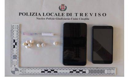 Rocambolesco inseguimento a Santa Bona, il pusher inghiotte la cocaina e finisce all'ospedale