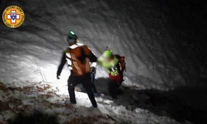 Madre e figlio bloccati in un canale di neve ghiacciata: salvati dal Soccorso alpino