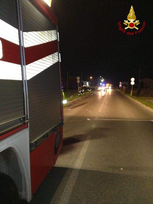 Grave incidente a Cornuda, violento scontro con l'auto: moto in frantumi