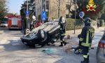 Incidente a Treviso, auto cappottata: il guidatore riesce a uscire da solo