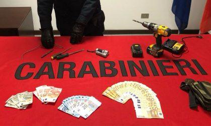 Nell'auto arnesi da scasso e 2mila euro in contanti: arrestato 35enne irregolare