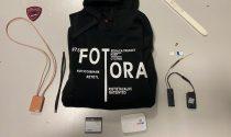 """Microcamera nascosta nella felpa, 23enne di Treviso cerca di """"truccare"""" l'esame della patente"""