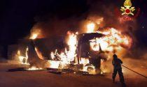 Incendio a Colle Umberto: in fiamme un camion che conteneva cassette di uova