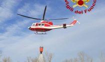 Incendio Parco del Piave, l'intervento dei Vigili del fuoco con l'elicottero