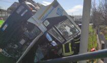 Tragedia a Morgano, morto l'autista rimasto incastrato nella betoniera rovesciata
