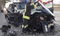 Le impressionanti foto dell'auto disintegrata dopo lo scontro col camion a Fontanelle