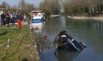 Barboncino incastrato nell'auto che affonda nel Sile, il proprietario disperato si tuffa ma non riesce a salvarlo