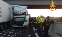 Le impressionanti foto del terribile incidente in A4: due morti