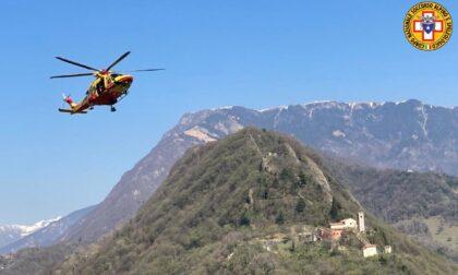 Scivola sul sentiero e si infortuna alla spalla: 30enne soccorso sopra Serravalle
