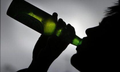 """Ruba carte di credito per bere """"ombre"""" al bar: denunciato 24enne"""