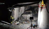 Auto divorate dalle fiamme nella rimessa: paura a Onè di Fonte