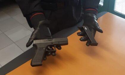 Fa il bullo sui social con la pistola finta, ma scatta la segnalazione: 20enne denunciato