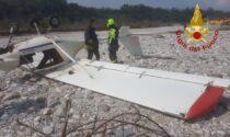 Video e foto dell'ultraleggero precipitato sul greto del Piave dopo l'atterraggio d'emergenza