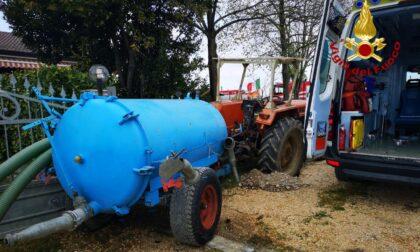 Tragedia sfiorata a Salgareda: il trattore parte per sbaglio travolgendo moglie e marito