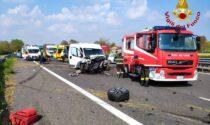 Grave incidente in autostrada, tre veicoli coinvolti: A27 chiusa in direzione sud