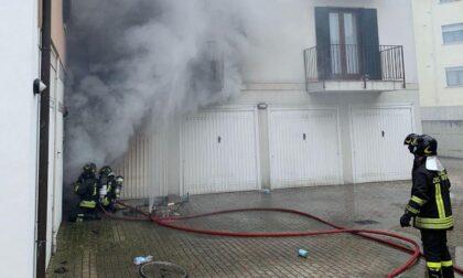 Incendio a Villorba, fiamme dal garage: Vigili del fuoco al lavoro