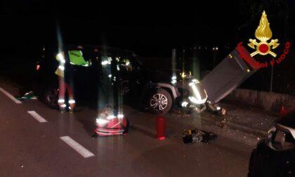Casier, va fuori strada con l'auto e resta incastrata: liberata dai Vigili del fuoco