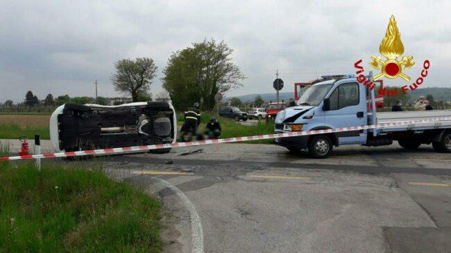 Incidente sulla Treviso Mare, scontro tra tre auto: un ferito