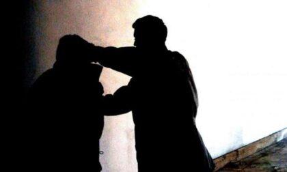 Vecchie ruggini, scatta la rissa tra 45enni: donna ferita alla testa