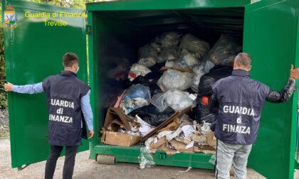 Lavoro nero, nessuna sicurezza e gestione illecita di rifiuti: sequestrata fabbrica tessile a Loria