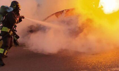 Tragedia a San Vito di Altivole, esce di strada e l'auto prende fuoco: un morto