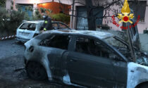 Due vetture incendiate nella notte a Mogliano, danneggiata anche una casa