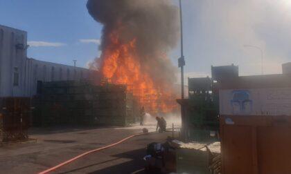 Incendio Stiga Castelfranco, video e foto dei cassoni in fiamme: Arpav monitora la qualità dell'aria