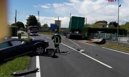 Caerano San Marco, scontro tra auto e camion