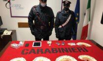 Banconote false e droga, giovane pregiudicato tenta la fuga: scazzottata coi Carabinieri