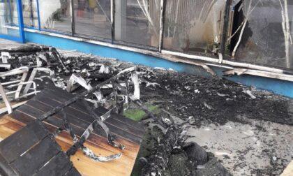 Paura a Paese, bruciati tavolini e panchine all'esterno della floricoltura Tonon