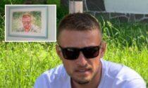 """Due mesi senza Mattia Battistetti, il suo sorriso spezzato """"rivive"""" in un ritratto"""