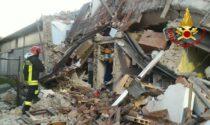 Fuga di gas, forte esplosione nella notte: vecchia casa ridotta in macerie. Due feriti
