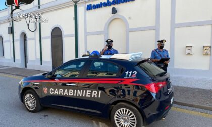Prende a pugni due persone per rubare pochi euro, arrestato 34enne