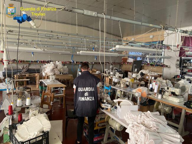 Altivole, sequestrata fabbrica tessile: lavoratori in nero e sicurezza precaria