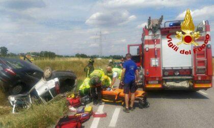 Sorpasso azzardato lungo la Postumia: scontro tra due auto, 45enne incastrato tra le lamiere