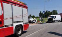 Incidente a Paese, auto contro furgone: una persona incastrata tra le lamiere