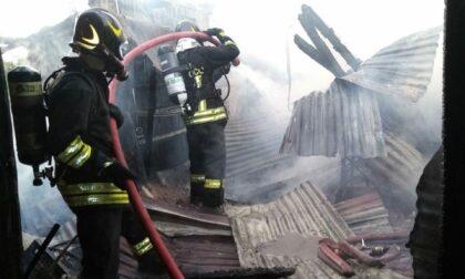 Capannone in eternit brucia a San Biagio di Callalta: Vigili del fuoco sul posto