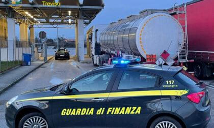 """Contrabbando di benzina spacciata per """"diluente aromatico"""": sequestrati 30mila litri"""