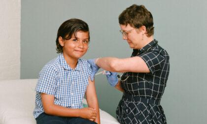 """I genitori sono no vax ma i figli vogliono vaccinarsi: """"Vogliamo tornare a vivere"""""""