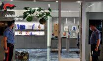 """Galleria Avogadro a Mogliano, spaccata nelle notte in gioielleria: """"caccia"""" ai malviventi"""