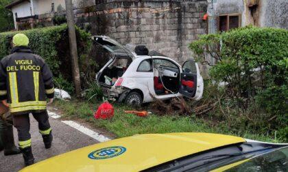 Perde il controllo dell'auto e si schianta contro il muro della casa: gravissima 22enne di Monastier
