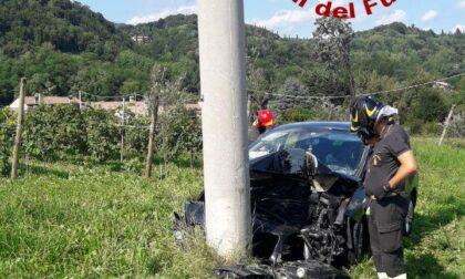 Auto esce di strada a Castelcucco, un ferito