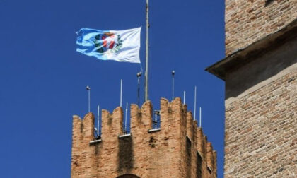 A Treviso bandiera della Città a mezz'asta per dimostrare solidarietà alle donne afghane