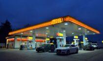 Truffatore evade dai domiciliari ma finisce la benzina nell'auto