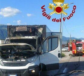 Furgone per il trasporto medicinali a fuoco a Pederobba