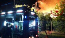Grosso incendio alla segheria De Zen di Caerano: Vigili del fuoco sul posto